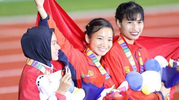 Chỉ vàng tặng mẹ và hat trick vàng của Nguyễn Thị Oanh quê Bắc Giang