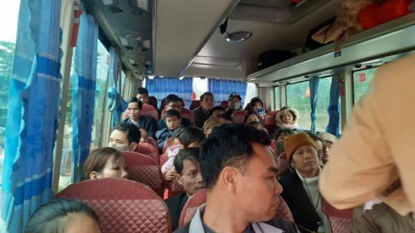 Tài xế Hưng Yên lái xe ôtô 29 chỗ nhồi nhét 50 khách
