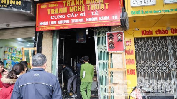 Bắc Giang: Cháy cửa hàng tranh, 2 người được đưa ra ngoài an toàn