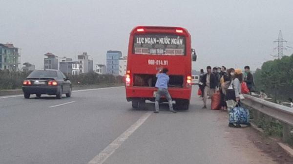 """Bắc Giang: Phạt """"nguội"""" 6 tài xế đón, trả khách trên cao tốc"""