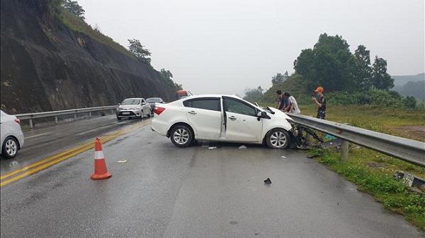 Tây Bắc: Ba ô tô va chạm trên cao tốc, hai người nguy kịch