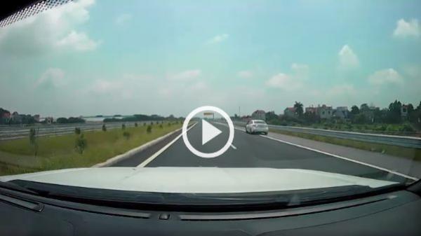 Bắc Giang: Xe lùi, xe ngược chiều cao tốc cách nhau chưa đầy một phút
