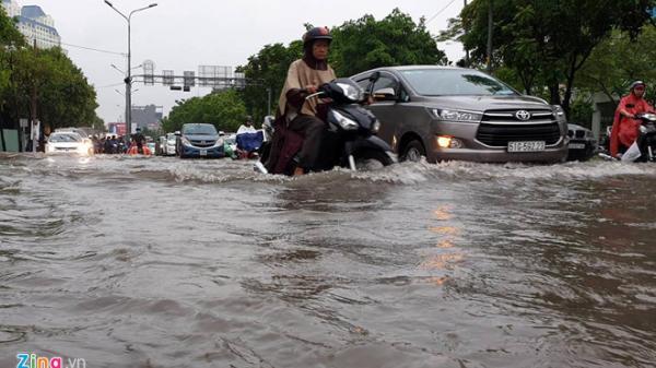 Sài Gòn mưa trên diện rộng, nhiều nơi bị ngập