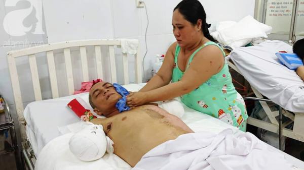 Chồng bị điện giậ.t phải cắt 2 tay, vợ và 4 con ở Cà Mau đau đớn gom góp tiền cứu bố