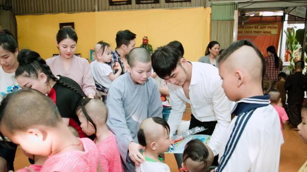 Á vương Lê Nhật Trình thăm và tặng quà cho trẻ mồ côi tỉnh Bến Tre