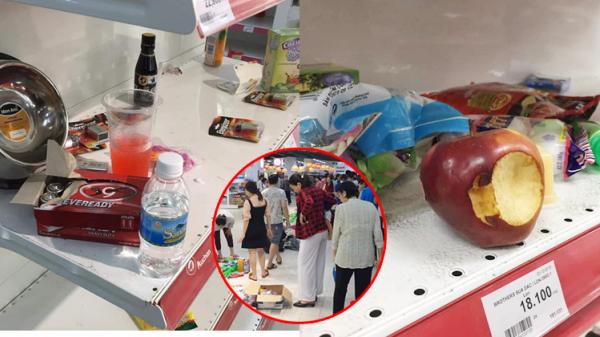 Siêu thị đại hạ giá, người dân chen nhau mua sắm, uống nước, cắn dở cả trái cây rồi bỏ lại tại quầy