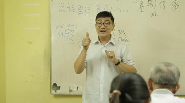 Lớp học đặc biệt ở chùa Lá Sài Gòn: Suốt 10 năm dạy miễn phí 6 ngoại ngữ cho sinh viên nghèo