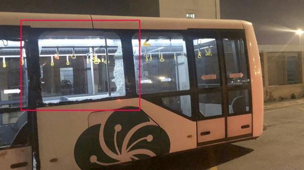 Xe buýt bị t.ông trong sân bay Tân Sơn Nhất, nhiều hành khách bị t hương