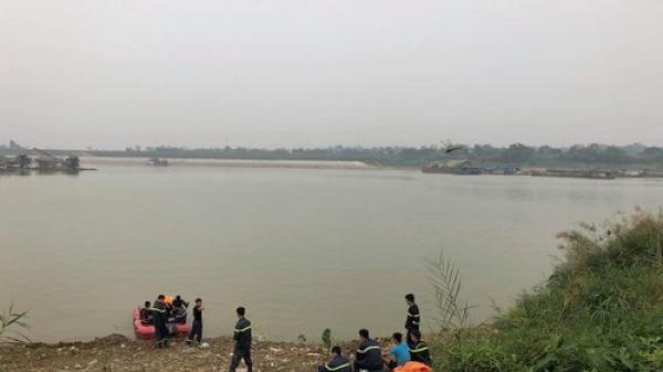 Phú Thọ: Tìm thấy t.hi t.hể 2 n.ạn nhân trong vụ sạt lở bờ sông Lô