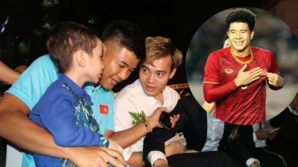 Hà Đức Chinh và hứa hẹn cúp vàng với cậu bé 5 tuổi mắc u.ng t.hư