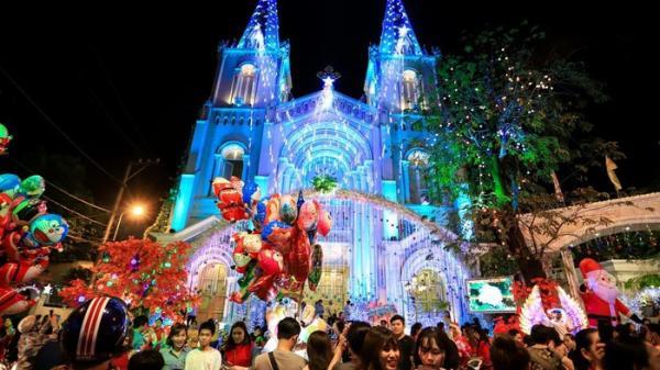 Những con hẻm rực sáng ánh đèn Giáng Sinh ở xóm đạo Gò Vấp