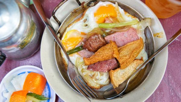 Hàng bánh mì chảo ngon 'nhức nhối' ở Sài Gòn, khách Tây tới ăn tự nhận là bữa sáng ngon nhất từng thử, có gia đình ăn liên tục suốt 2 đời