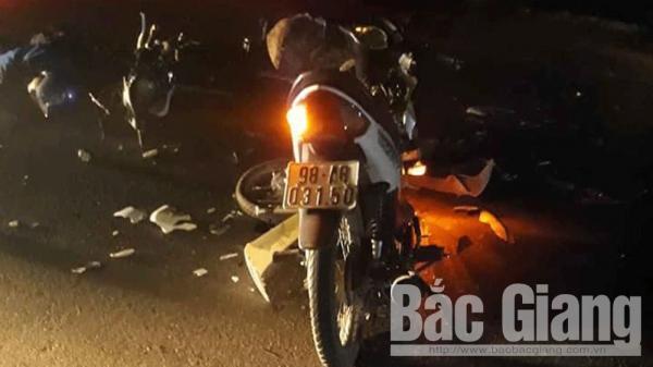 Bắc Giang: Hai xe máy va chạm, ba thanh niên thương vong