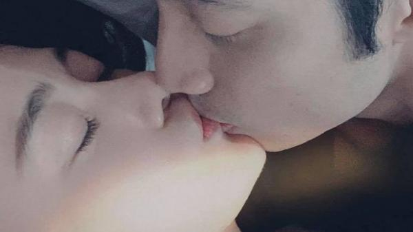 Kiều nữ Hà Nam - 'Quỳnh búp bê' táo bạo khoe ảnh thân mật với bạn trai khiến fan 'nóng mặt'