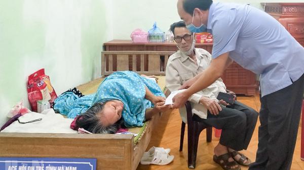 Hà Nam: Gia đình nạn nhân bị cháy nhà ở xã Thanh Tân được lãnh đạo huyện tới thăm, tặng quà