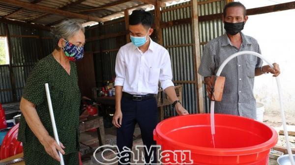 Cà Mau: Hỗ trợ 150 thùng chứa nước cho người dân bị ảnh hưởng hạn hán
