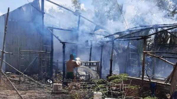 Cà Mau: 1 nhà dân cháy rụi toàn bộ mọi thứ do chập điện trên địa bàn huyện Ngọc Hiển