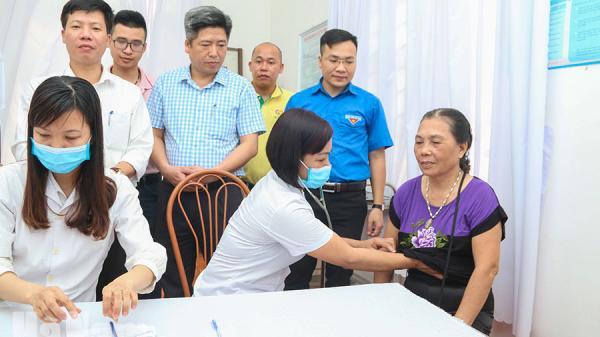 Hà Nam: 120 đối tượng chính sách, người có công xã Ngọc Sơn được khám bệnh, tư vấn và cấp phát thuốc miễn phí