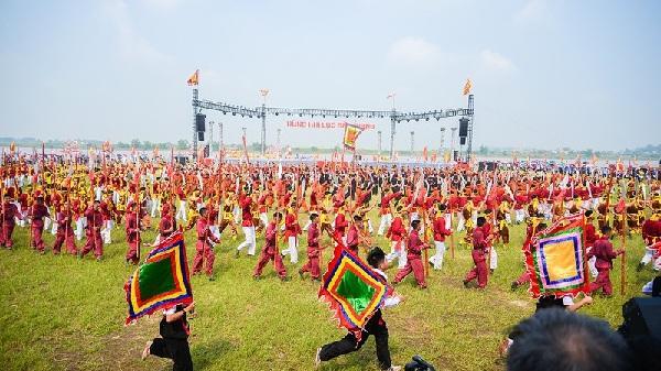 Hùng tráng diễn xướng hội quân trên sông Lục Đầu