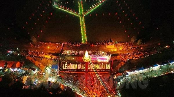 Hải Dương: Linh thiêng lễ cầu an và hội hoa đăng trên sông Lục Đầu