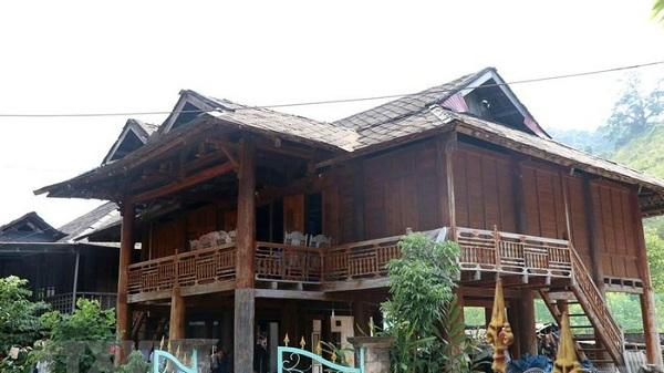 Độc đáo mái nhà sàn lợp bằng đá của người Thái trắng ở Mường Lay, Điện Biên