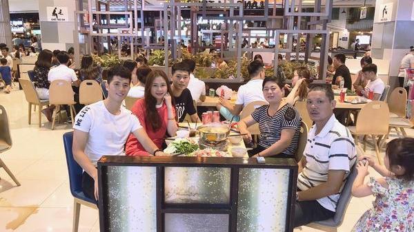 Đình Trọng đang dưỡng thương vẫn vào TPHCM thăm bạn gái và cổ vũ cho đội bóng cũ tại V.League