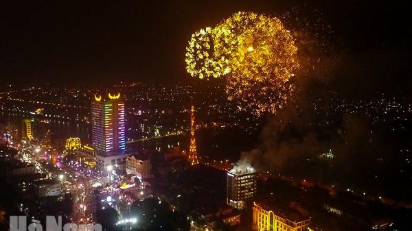 Thành phố Phủ Lý rực rỡ pháo hoa lúc giao thừa
