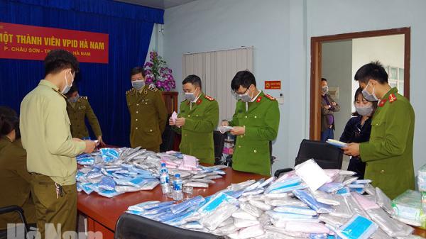 Hà Nam: Bắt cô gái đang bán gần 6 nghìn khẩu trang không rõ nguồn gốc