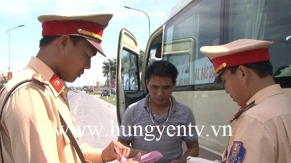 Hưng Yên bắt đầu ra quân tổng kiểm soát xe ô tô chở khách, container và mô tô