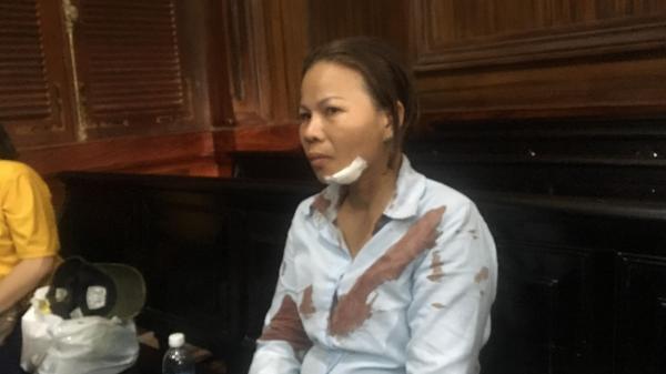 TP.HCM: Người nhà bị hại l ao vào đ ánh vợ bị cáo n gất xỉu trước phiên toà