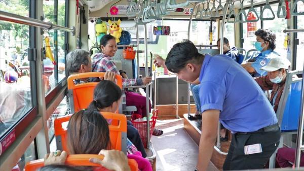 Chuyến xe buýt có 1 không 2 tại TPHCM, lên xe là cười