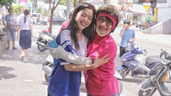 Nữ sinh xinh đẹp ở Sài Gòn gây náo loạn cổng trường thi, xem hình ảnh đời thường càng thấy xuất sắc hơn