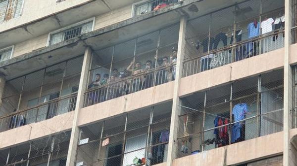 Đang c háy ký túc xá ở Sài Gòn, nhiều người mắc kẹt