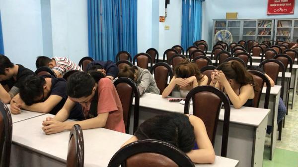 Gần 100 dân chơi tổ chức phê ma tu ý trong quán bar 141 ở Sài Gòn