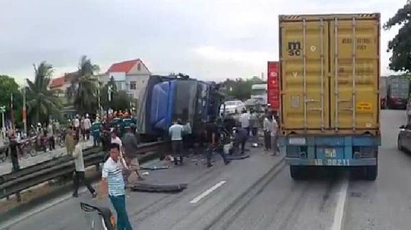 Tai nạn thảm khốc vừa vong: Đứng xem tai nạn giao thông, ít nhất 5 người bị xe tải t ông t ử v ong