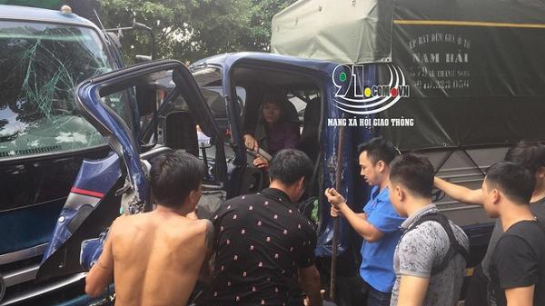 Hải Dương: Clip chục người lao vào p há cửa cứu tài xế đang mắc kẹt trong cabin xe tải