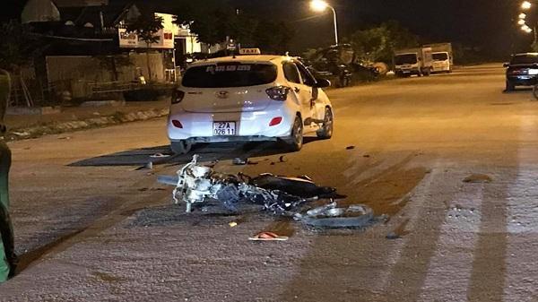Điện Biên: Nam thanh niên điều khiển xe máy dưới 50 phân khối tông vào taxi bị thương nghiêm trọng