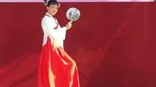 Clip: Nam sinh Điện Biên giả gái, nhảy múa điêu luyện mừng ngày 20/10