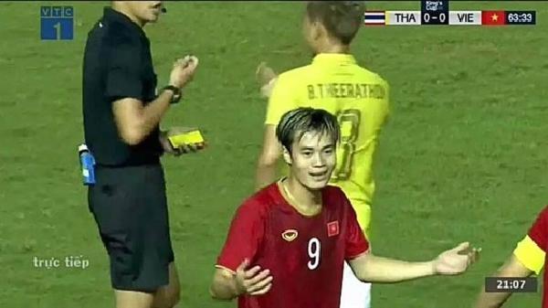BẤT NGỜ CHƯA: Đã tìm ra nguyên nhân Văn Toàn bị 'ăn thẻ' trong khi cầu thủ Thái Lan mới là người chơi bóng thô bạo