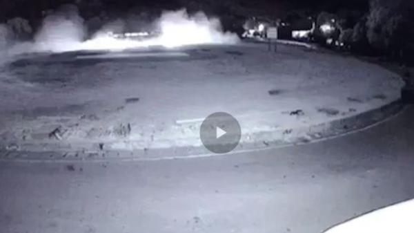 """Video: Khoảnh khắc xe khách đấu đầu xe tải """"nổ như bom"""" ở Hòa Bình"""