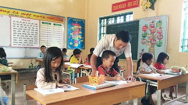 Điện Biên: Thầy giáo vùng cao tận tâm với học trò