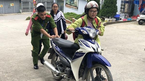 """Điện Biên: Học viên Học viện Cảnh s.át Nhân dân hăng say """"Tiếp sức mùa thi"""""""