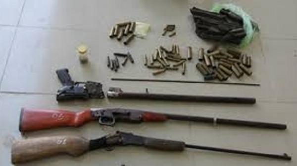 Cửa hàng cầm đồ tàng trữ vũ khí
