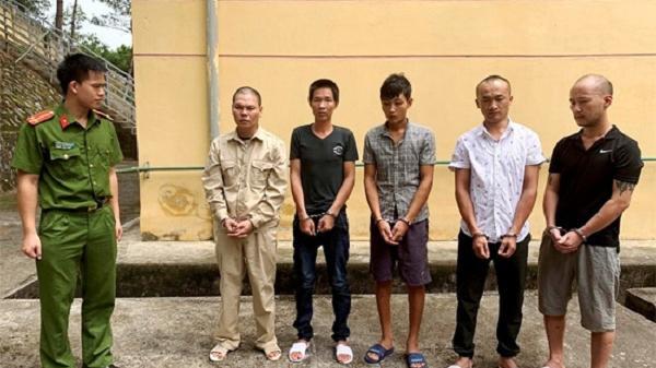 Khởi tố nhóm đối tượng bắt giữ người trái pháp luật