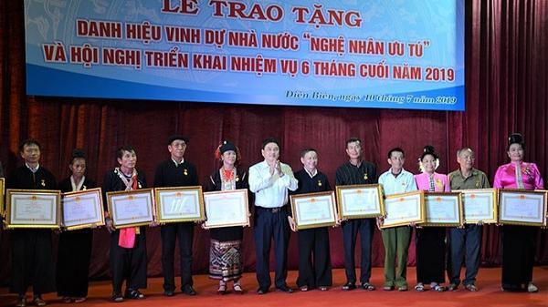 """20 cá nhân tỉnh Điện Biên được trao tặng danh hiệu """"Nghệ nhân Ưu tú"""""""