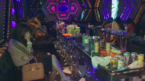 Kiểm tra phòng hát karaoke, phát hiện 18 đối tượng dương tính ma túy