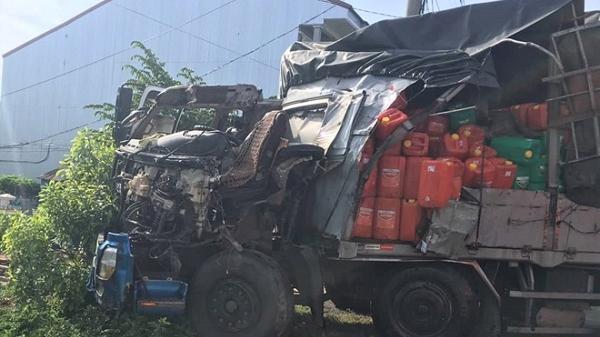 Tài xế xe tải thoát chết hy hữu sau vụ tai nạn trên QL1A