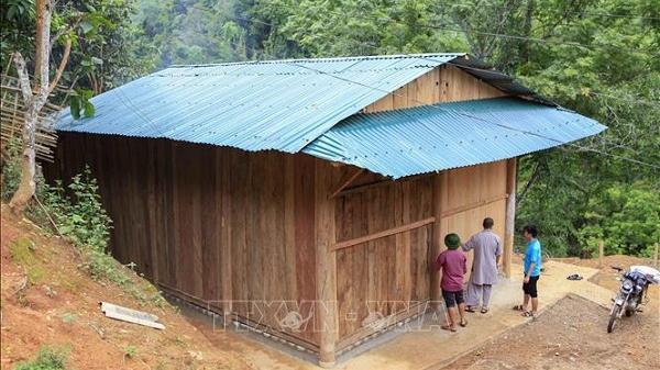 Trao tặng 'Mái ấm vùng cao' cho hộ nghèo xã biên giới ở Điện Biên