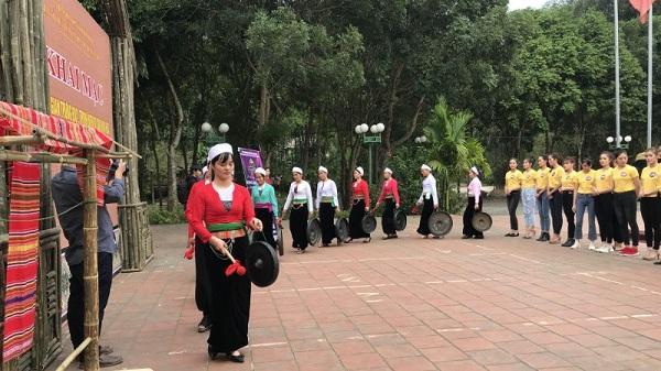 Hòa Bình: Lên xứ Mường xem tục lạ đón Xuân