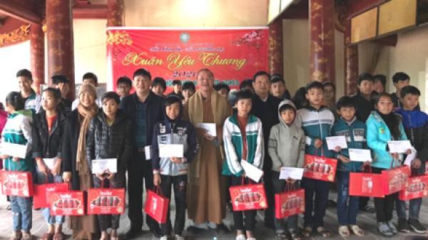 Ninh Bình: Trao quà Tết cho 500 người mù và người nghèo
